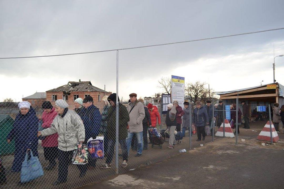 Станица Луганская: между войной и миром