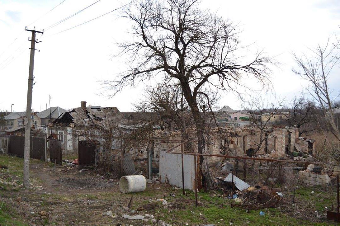 Разрушенный дом на Луганщине