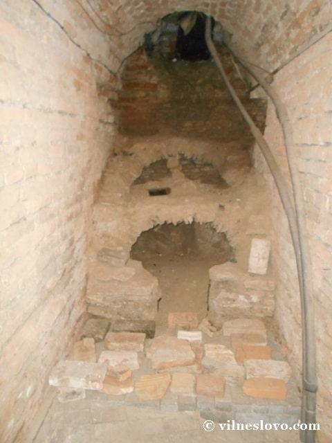Залишки старовинного каміну