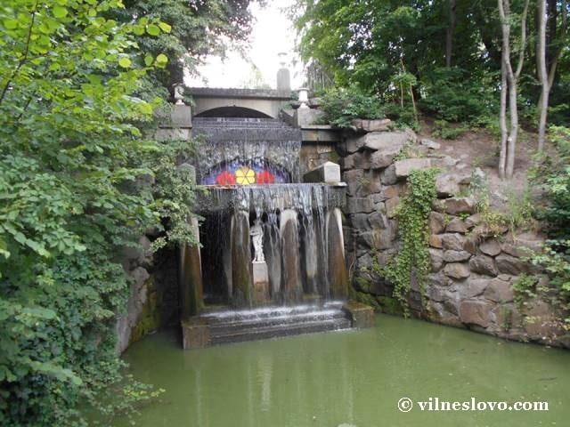 Грот і водоспад