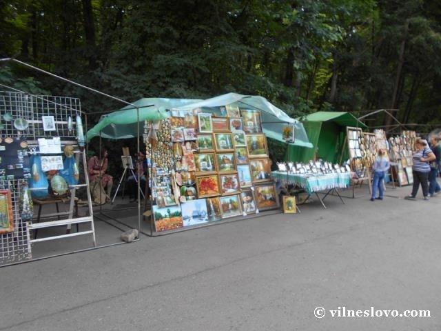 У парку Софіївка продають картини