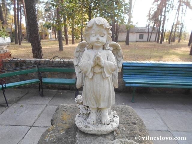 Статуетка білого янгола