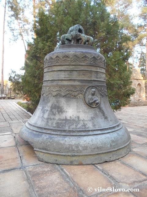 Старовинний церковний дзвін