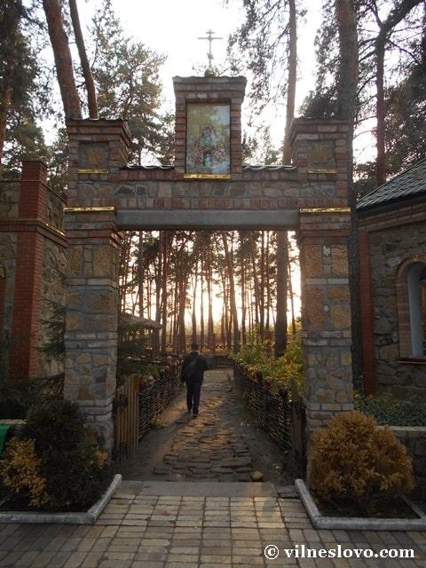 Хрестовоздвиженський храм Луганщина