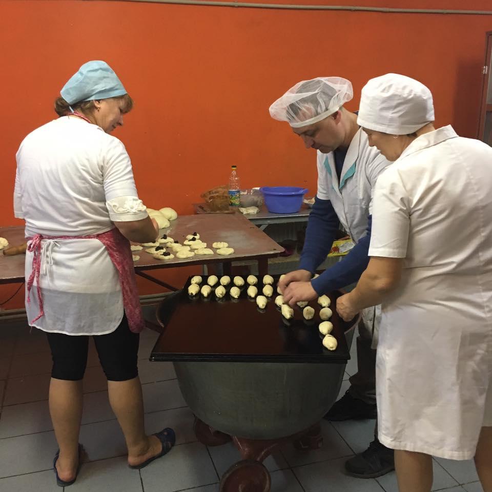 Працівники хлібопекарні