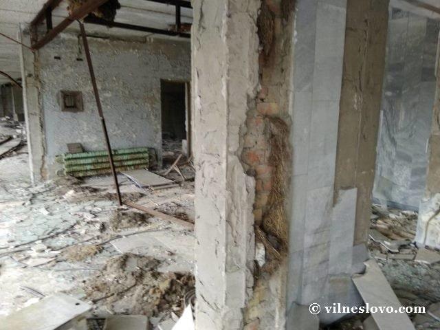 Чьи-то вещи в городе Припять