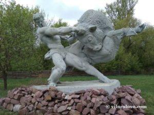 Современная скульптура в центре Чернобыля