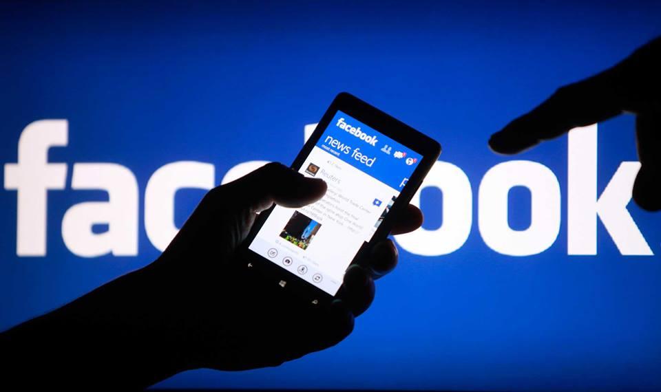 Facebook: по той бік скла