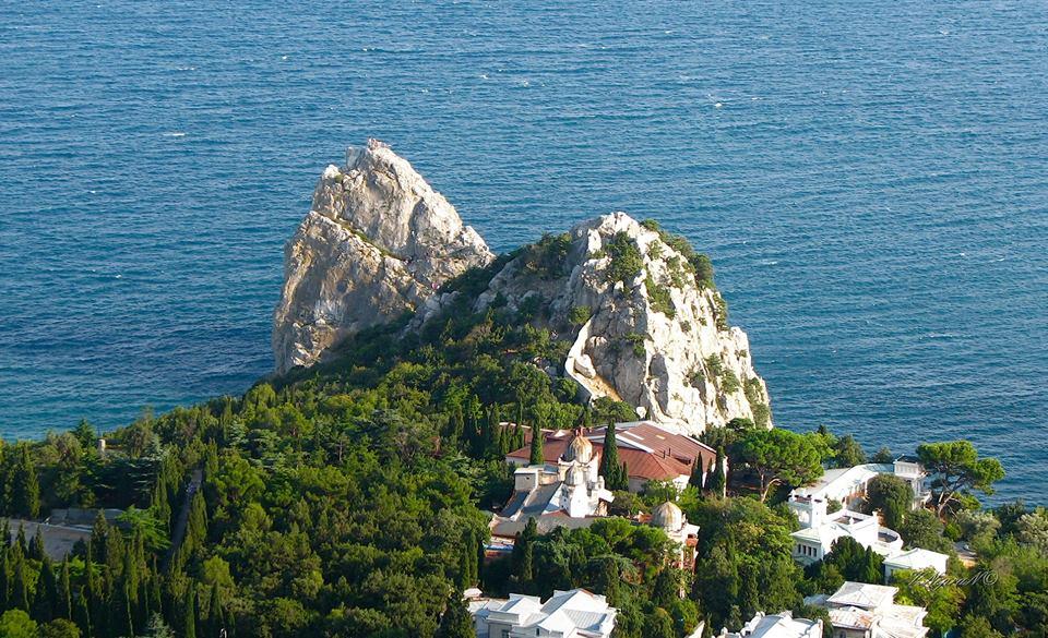 Скелі Криму: Диво, Монах, Кішка