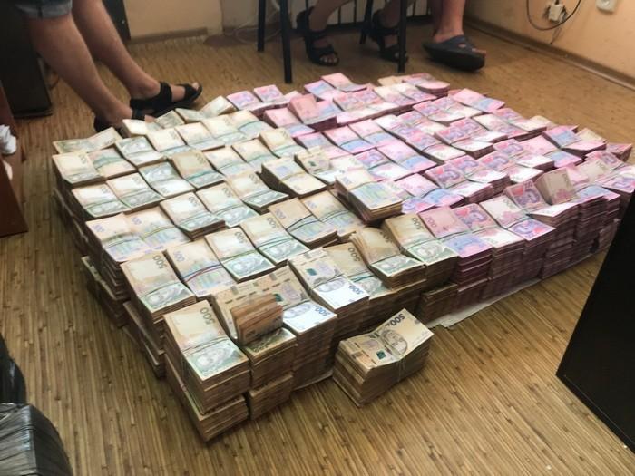 СБУ та податкова міліція вилучили понад 50 млн грн необлікованої готівки в організаторів схеми ухилення від сплати податків