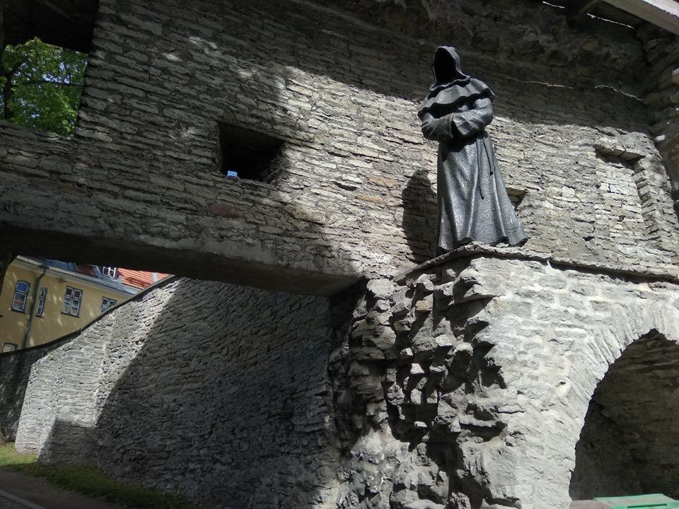 безликие монахи