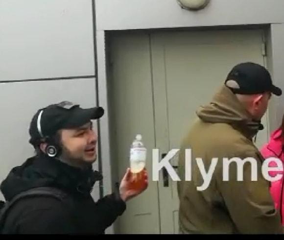 """""""Активісти"""" напали на журналістів в Апеляційному суді м. Києва"""