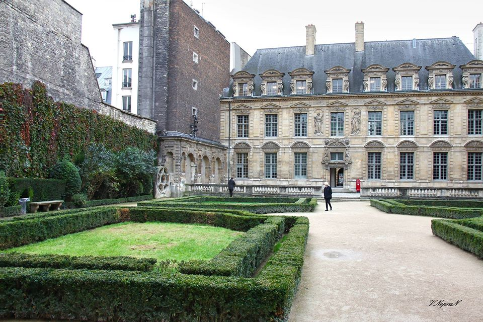 Готель Сюллі, Париж