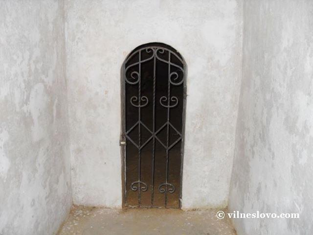 Антонієві печери складаються з комплексу підземних приміщень і комунікацій