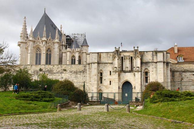 Венсенський замок, передмістя Парижа
