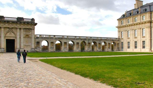Венсенський замок був королівською резиденцією