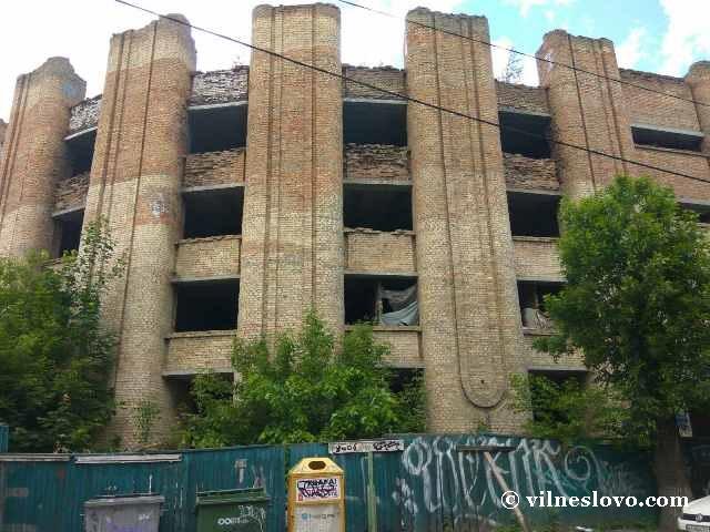 Недостроенная больница в центре Киева