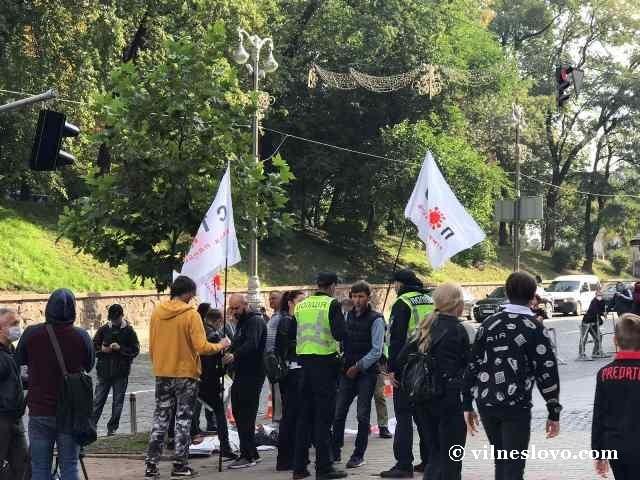 Сергій Мікітен (КОБ) зібрав сектантів на мітинг «проти карантину»