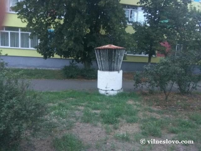 Вентиляційний вихід у дворі
