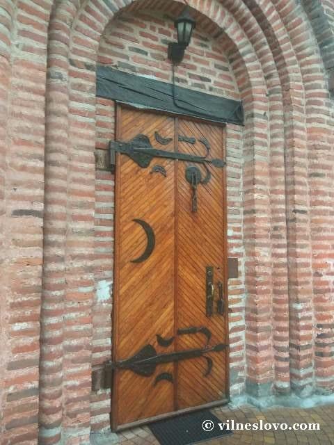 Пятницька церква брама
