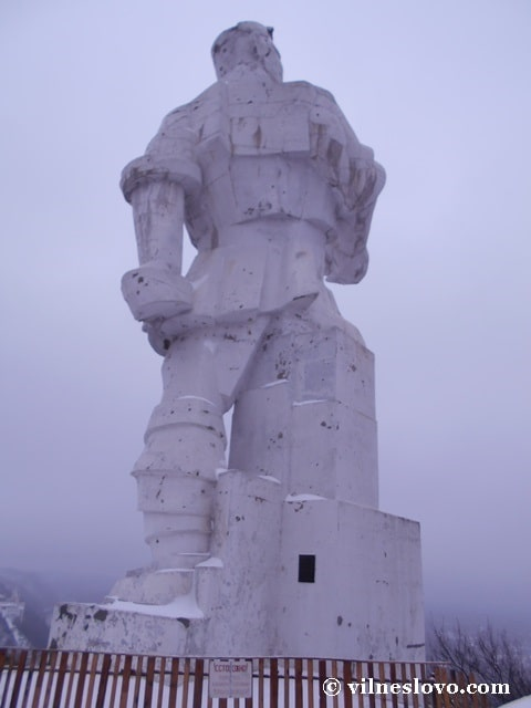 Пам'ятник Артему архітектура