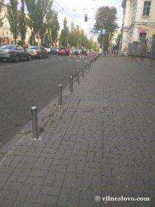 Столбики на парковке