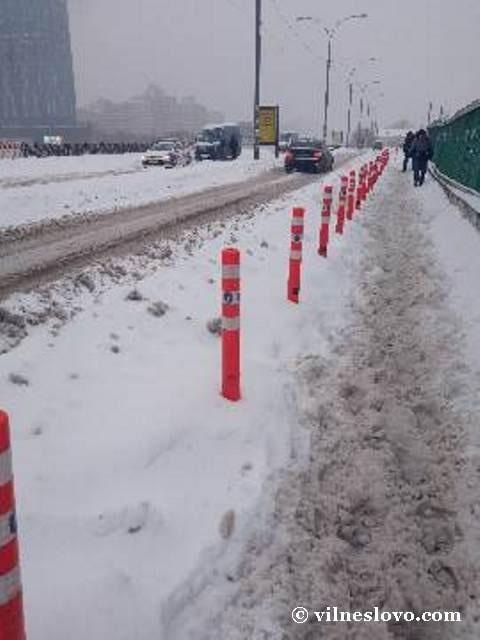 Снег проблема для пешеходов