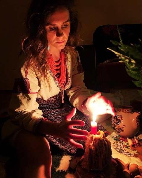 Ганна Фесун проводить ритуал
