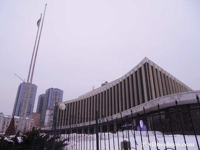 Фасад Палацу Україна