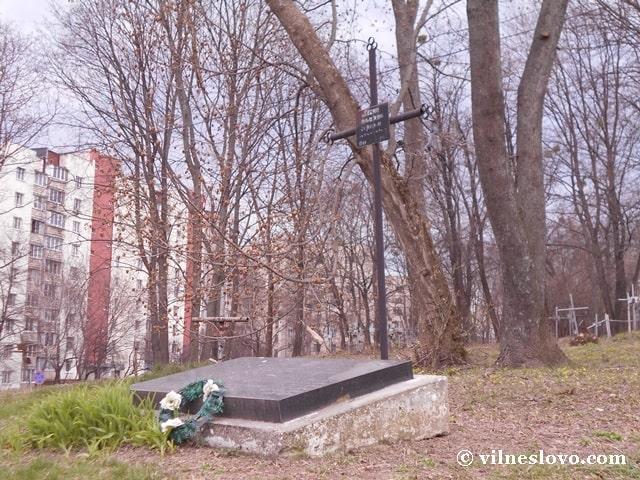 Хрест на цвинтарі