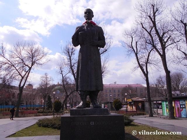 Пам'ятник Григорію Сковороді