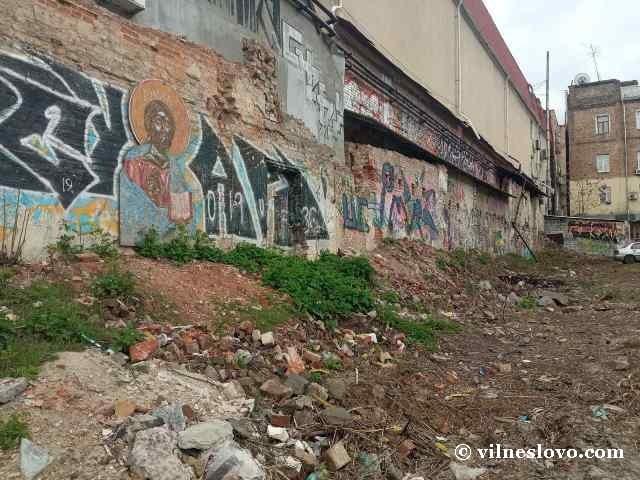 Икона Христа на стене